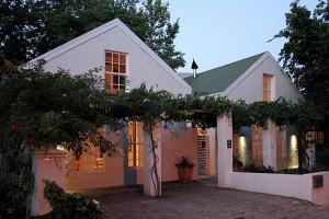 Cedrics Country Lodge